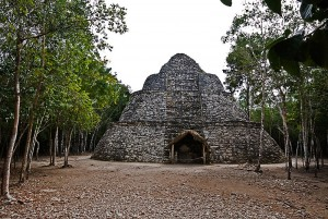 Oval_Temple_Coba